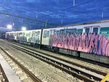 地下鉄3両に落書き 横浜市、被害届提出へ https://t.co/Qq03HzKCV6 #神奈川新聞 https://t.co/84OM934L0g
