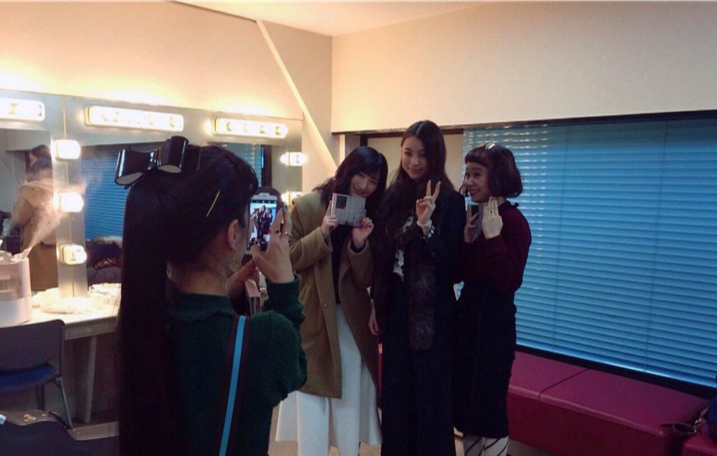片平里菜×武田梨奈×ももちゃん(チャラン・ポ・ランタン) ラジオなどを通して絡んでた私達。やっと三人で対面できました。嬉し恥ずかし。小春お姉さまがカメラマンいっぱいしてくれました♡