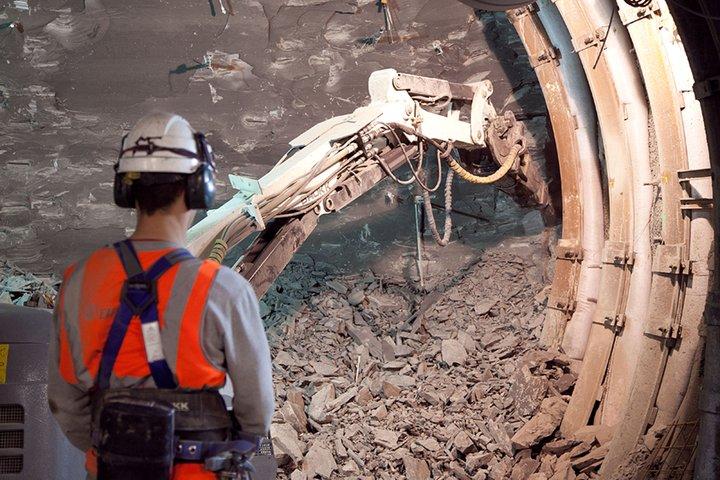 Nucléaire : éboulement mortel dans le laboratoire souterrain de #Bure https://t.co/5GzHXU5OU2 https://t.co/Glgfy4n3N6