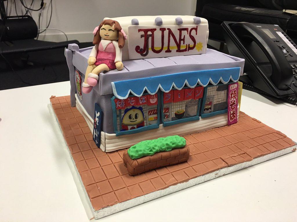 My incredible Persona 4 birthday cake, courtesy of @SarahWellock84 @Jack20K @JoWorrall_ @BethesdaEd @JFerdenzi. すごい! https://t.co/IXhAqPTTlx