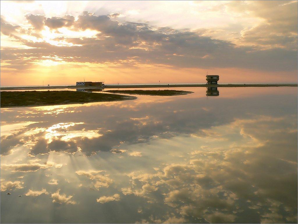 @Julienl17 @HauteGaronne les nuages, &quot;cloud&quot; du spectacle solaire ;-) #Leucate #Toulouse #BattleCiel <br>http://pic.twitter.com/YAO0ixrF5K