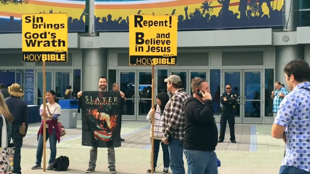 "Feeling pressured by religious groups @NAMMShow, one @SLAYER fan said ""Nope, not today!"" https://t.co/IYlGIdlpv8 https://t.co/XTNyEjyhq9"