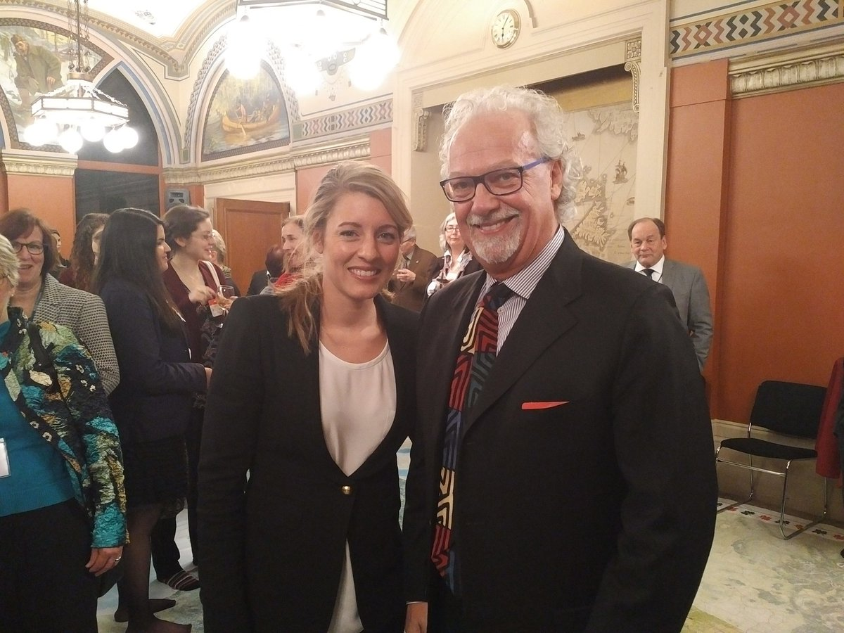 Really great to chat with #Minister @melaniejoly at #CanadianMuseumsDay 2016 @musecdn https://t.co/6JmGmwNQz7