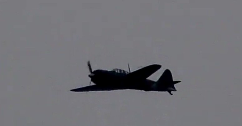 零戦、日本の空を舞う pic.twitter.com/8EBpQJb2YB