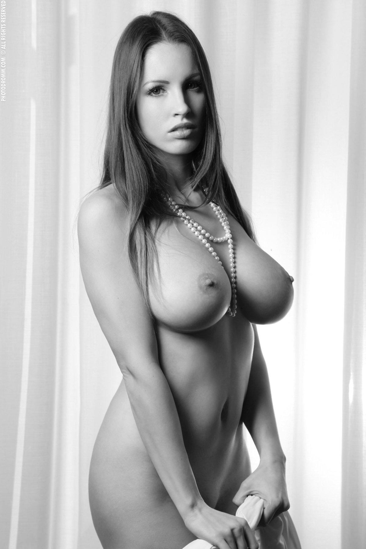 Извращения фистинг девушки голые с формами фото