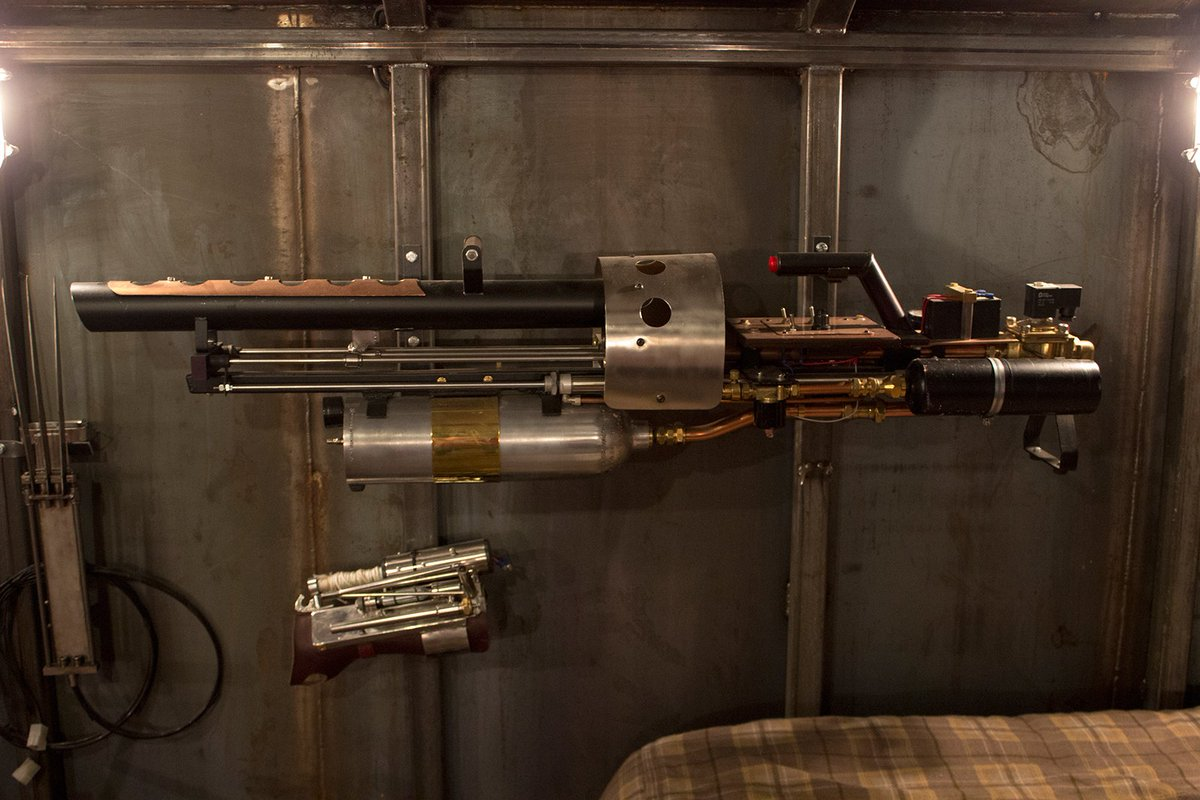 #Geek Awesome of the Day: 'Crazy project' #Steampunk Gun by British Youtuber @Colin_Furze  via @eelukee #SamaGeek