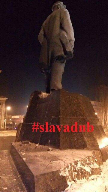 В центре оккупированного Донецке подорвали памятник Ленину. ФОТО