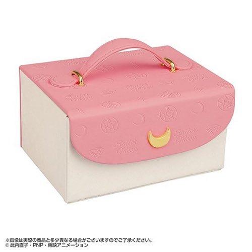 【人気記事💖】バレンタインにおねだりしたい🌟「美少女戦士セーラームーン」モチーフの豪華メイクボックス入りのチョコが登場🌙🎀🍭🍫