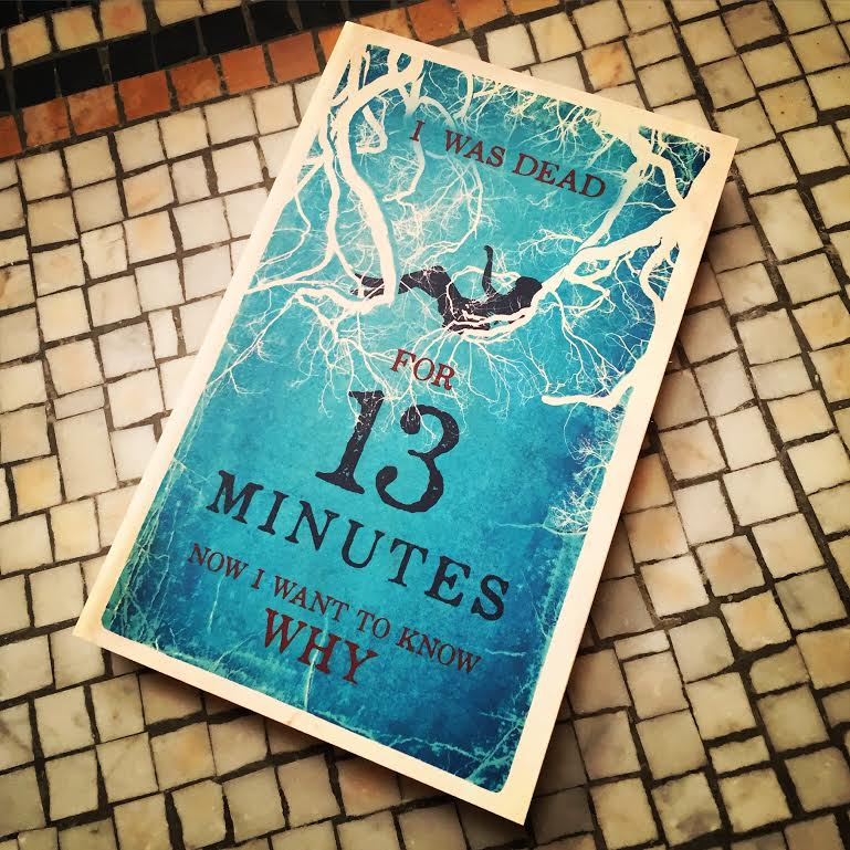 Want to get your hands on a copy of @SarahPinborough #13Minutes? We're giving away 5 copies! RT to enter. https://t.co/SwcpZbfg0m
