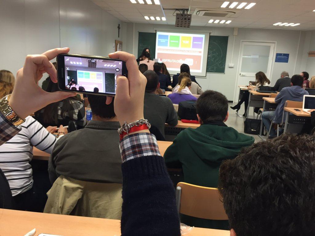 Construye marca, muéstrate y mantén el interés. Después llegan los fans. Maruchi García #UCAMMediaLab https://t.co/Yp0e6I8Y7w