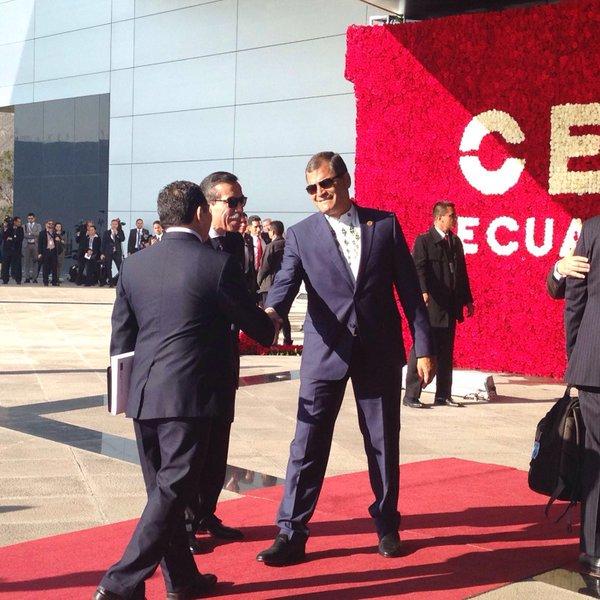 Presidente @MashiRafael recibe a las delegaciones oficiales de los 33 países de #Celac en @unasur Vía @CancilleriaEc https://t.co/W57RnwfbrR