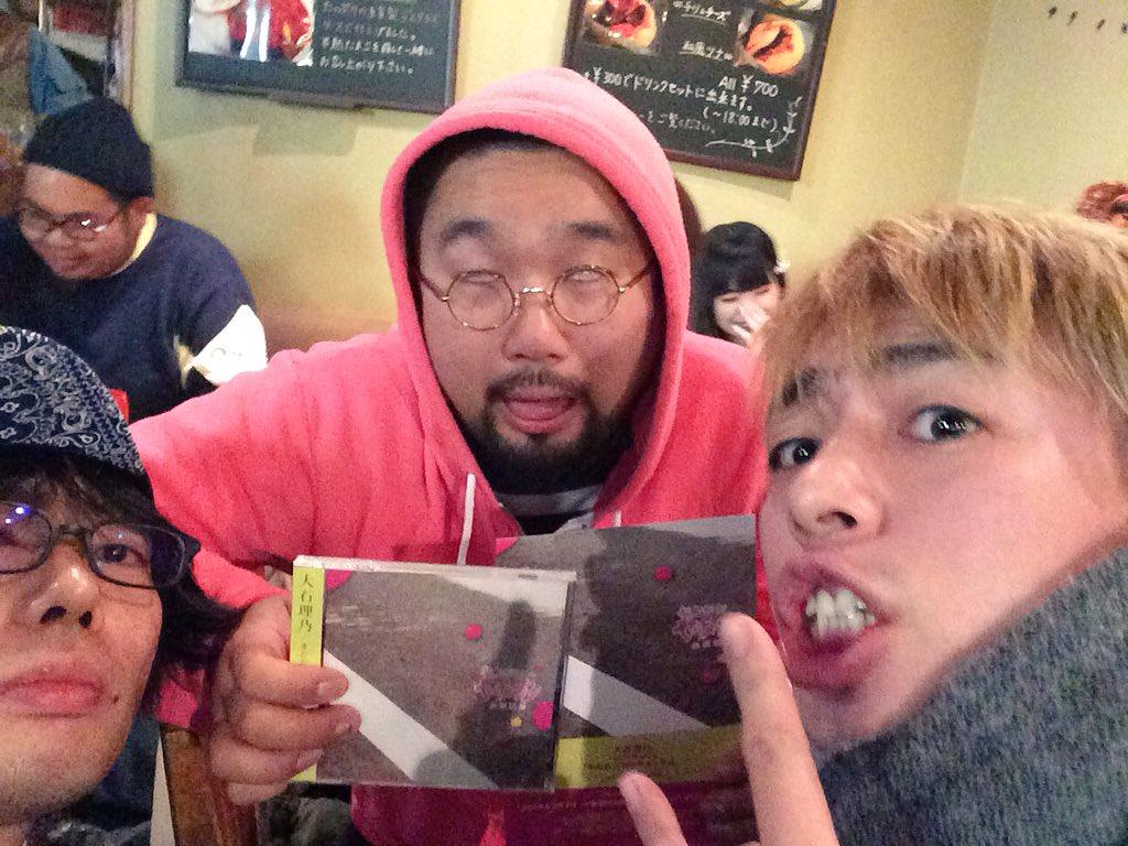 ZAZEN BOYS吉田さんとわれらがたくちゃん! 「またたびセンチメンタル」渡しました! https://t.co/7lJH0hzJxu