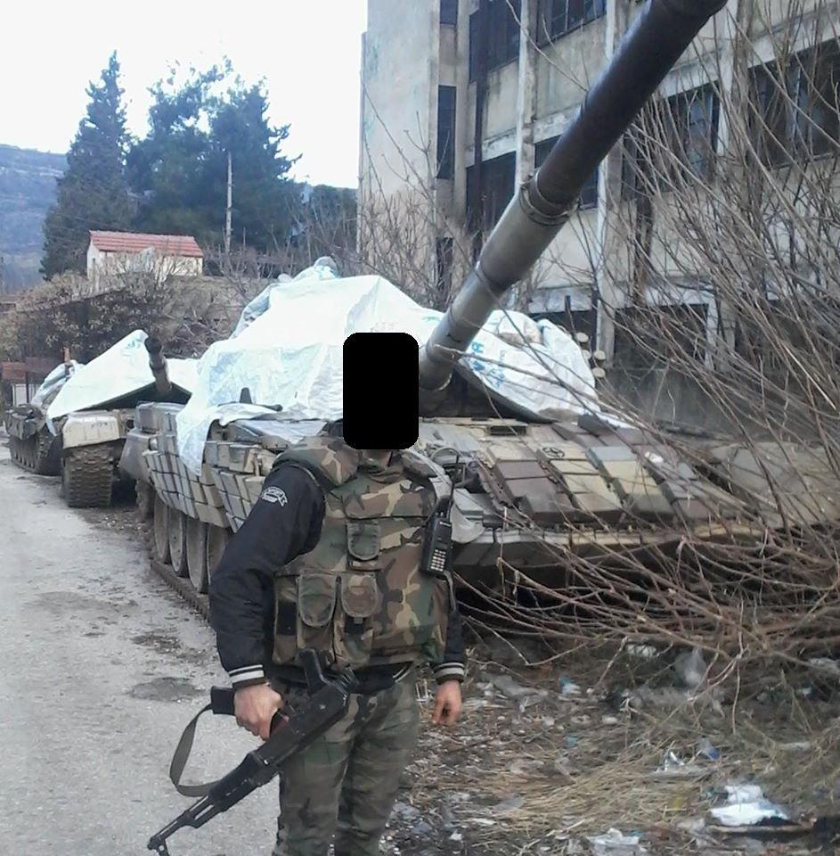الوحش الفولاذي لدى قوات الجيش السوري .......الدبابه T-72  - صفحة 2 CZvW1k_XEAEyuCc