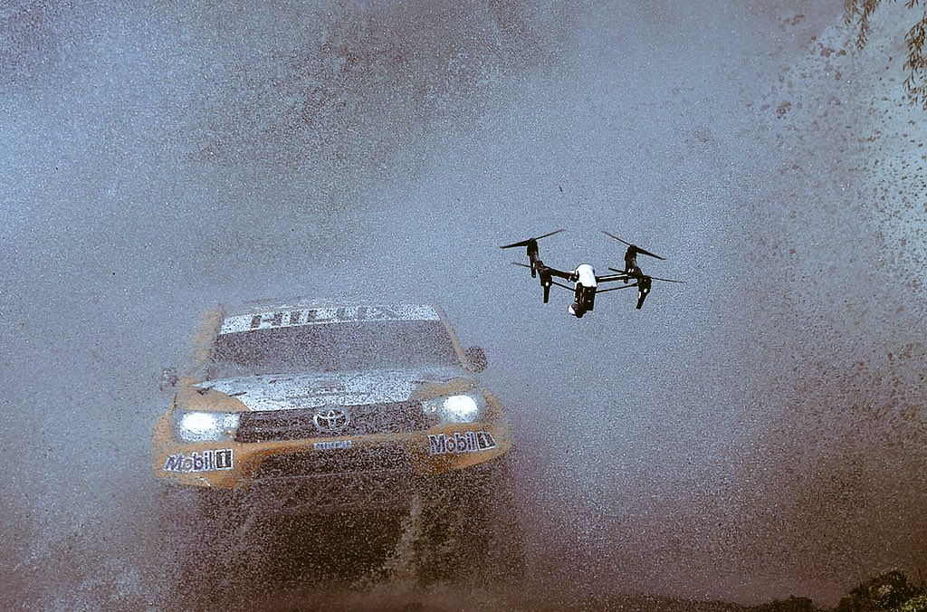 An impressive photo of an #Inspire1 #drone during the recent #RallyeMonteCarlo (CC: @DJIEurope) https://t.co/zr5El0SKhm