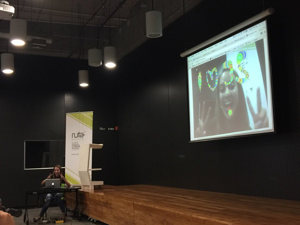 Hoy tenemos a @lizparody23 con una demo genial de @p5xjs en @MedellinJS https://t.co/pvxEUvG4g8
