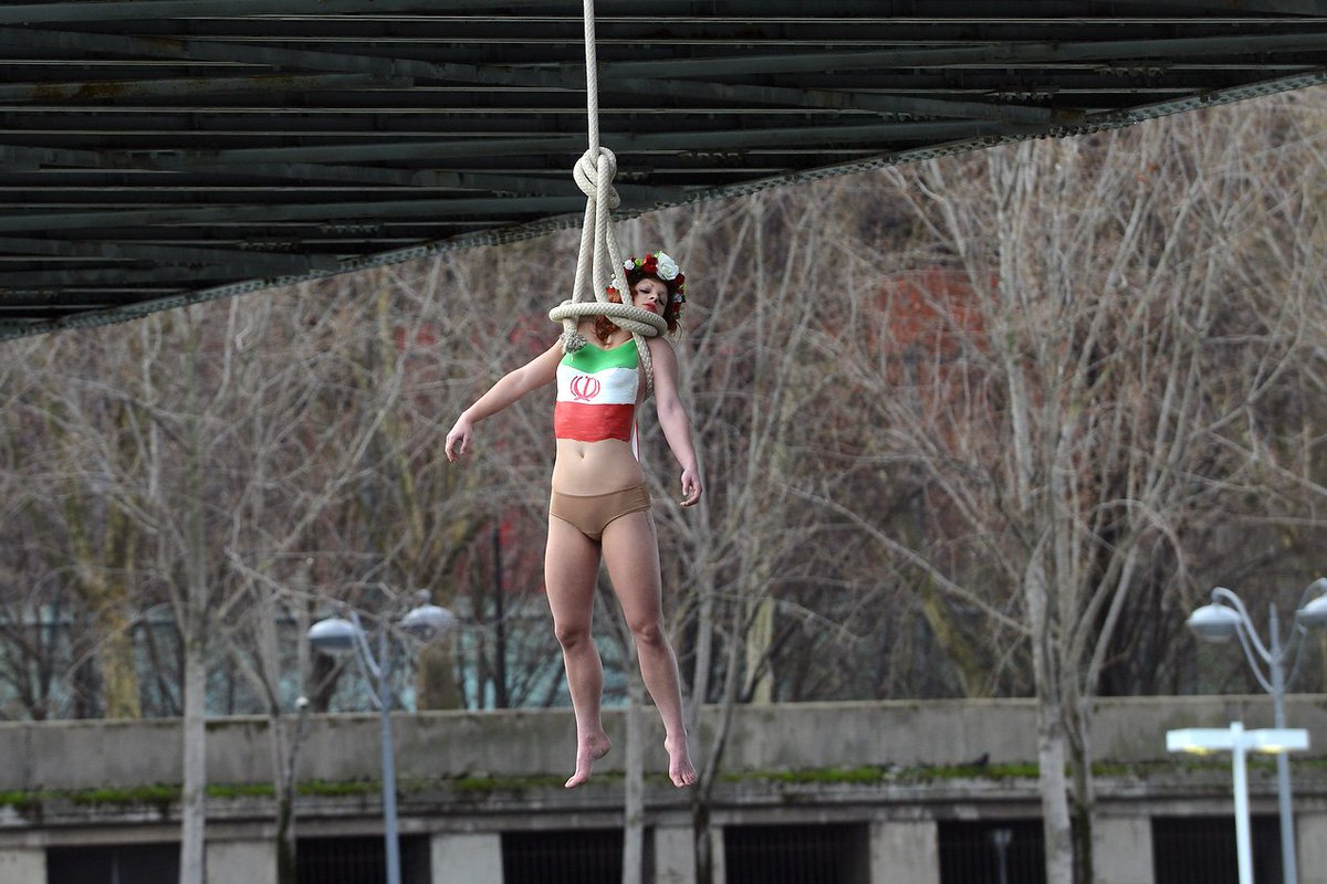 #Naked #Femen militant hanged during protest against #visit of #Iran president Rohani in #Paris #France #welcome https://t.co/eDjhinfCgb