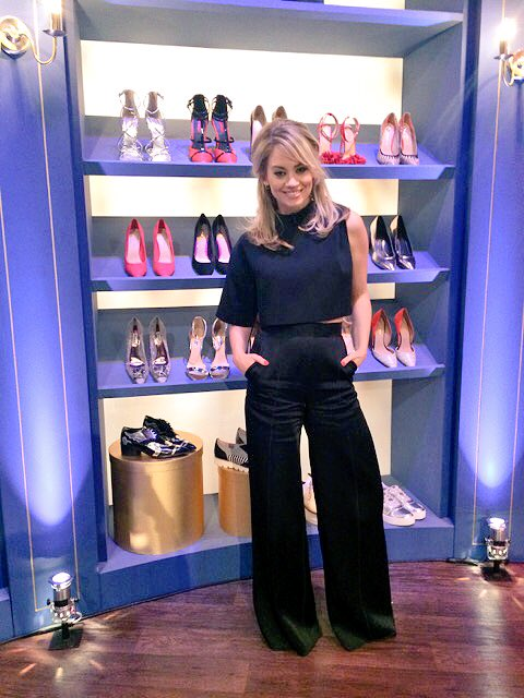 TONIGHT @ITVBe 10pm #offtherails talking all things fashion with @therealgokwan and @Fearnecotton 👩🏼👓👗👟👜💋 https://t.co/3vt14wT26S