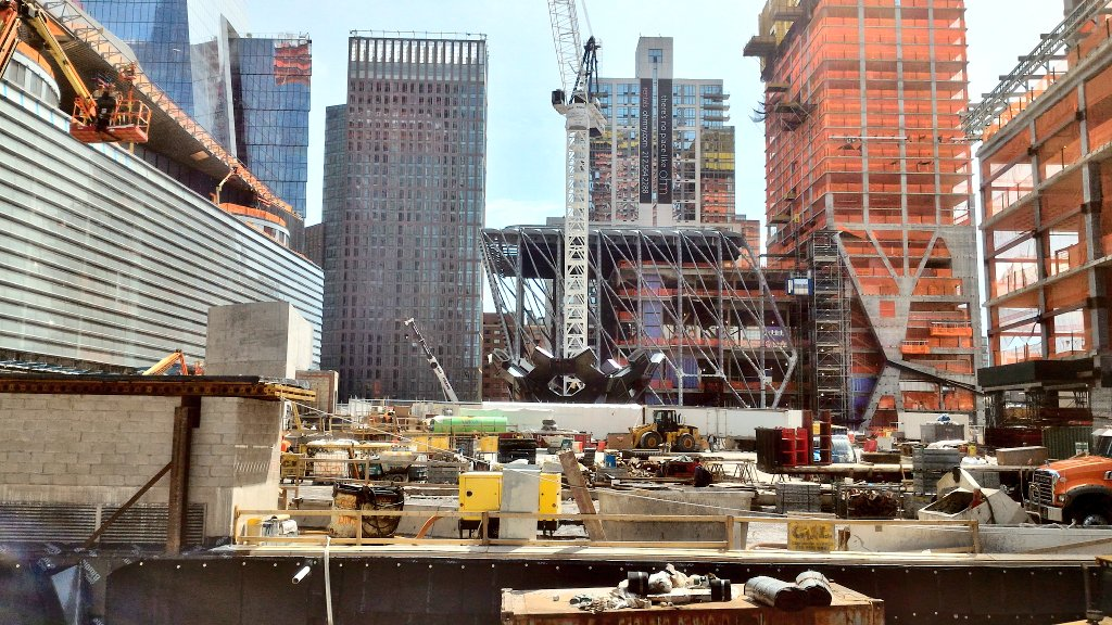 Moved up one block to show you some more of the Hudson Yard construction! https://t.co/i5RkyNZjXX
