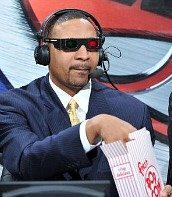 Mark Jackson enjoying front row seats to this first half #SASvsGSW htt...