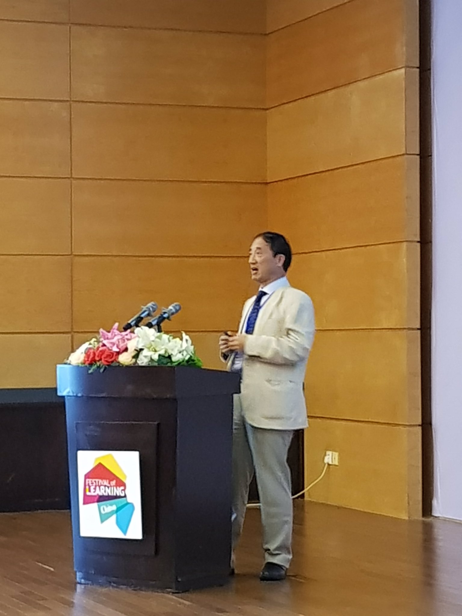 """Dr. Richard Li-Hua, """"Belt and the Road"""" Strategy and creating sustainable economy #GlobalFoL17 https://t.co/pCeUx8ldWK"""