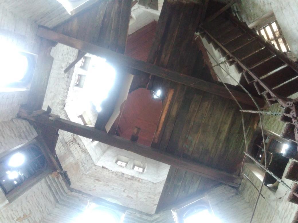 лестница в доме на второй этаж крутая фото
