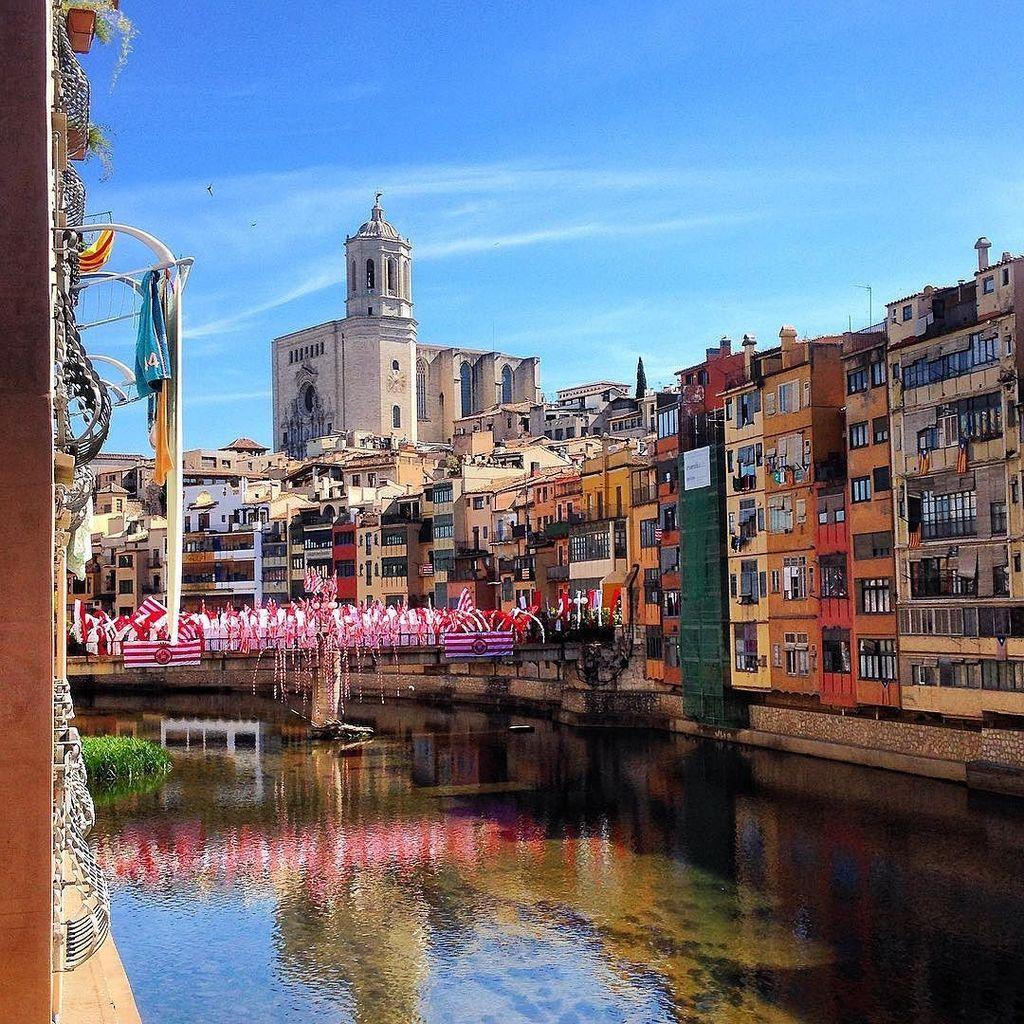 #GironaEmociona #InstaWalk #inCostaBrava #CreativeTravel #GironaTempsDeFlors 🌺🌸🌷🌼💐🍃 What a beautiful day !!! :D https://t.co/DPoIFrpglI