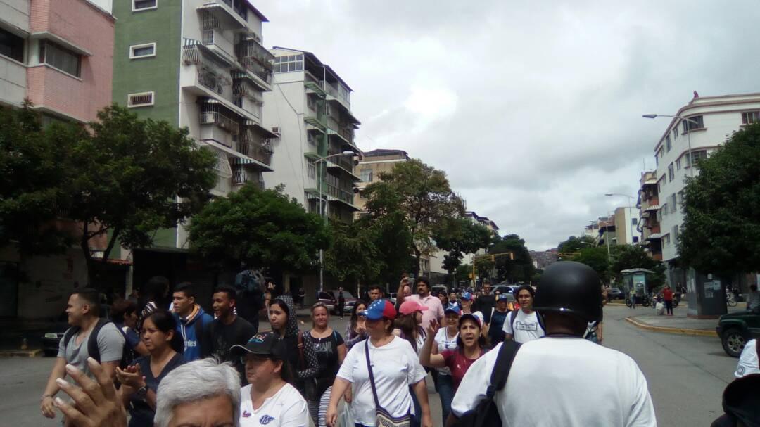 Protesters from ElParaíso came to the Avenue Victoria. #Caracas #PlantónNacional