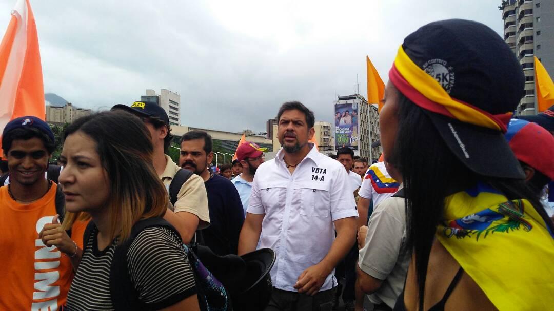 Protesters march from La California to the Altamira