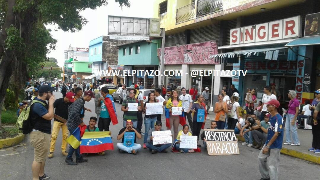 Yaracuy: youth sit-in at Avenue La Patria