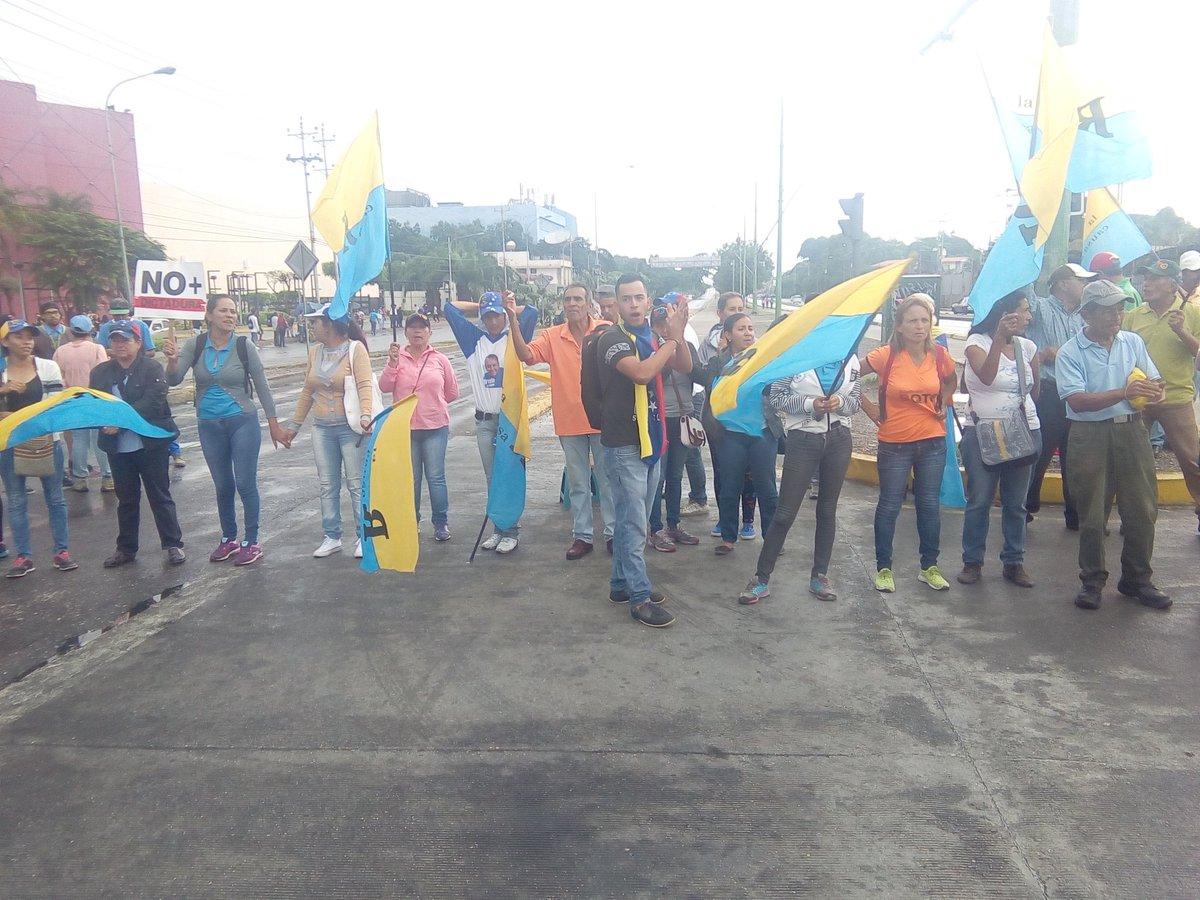 National Sit-in at Avenue Florencio Jimenez in Barquisimeto