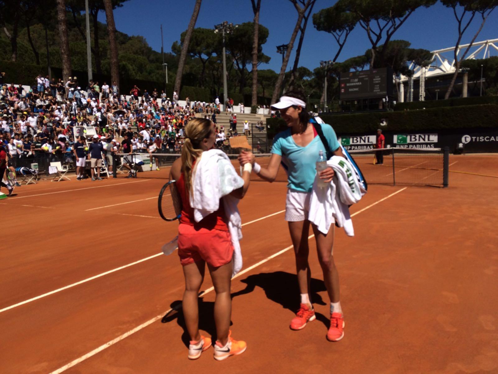 Hi5 for that Monday morning practice with Domi!!  Buen entreno hoy con Domi!! ���� #roma���� @domicibulkova @WTA #ibi17 https://t.co/rYXZh6bNKx
