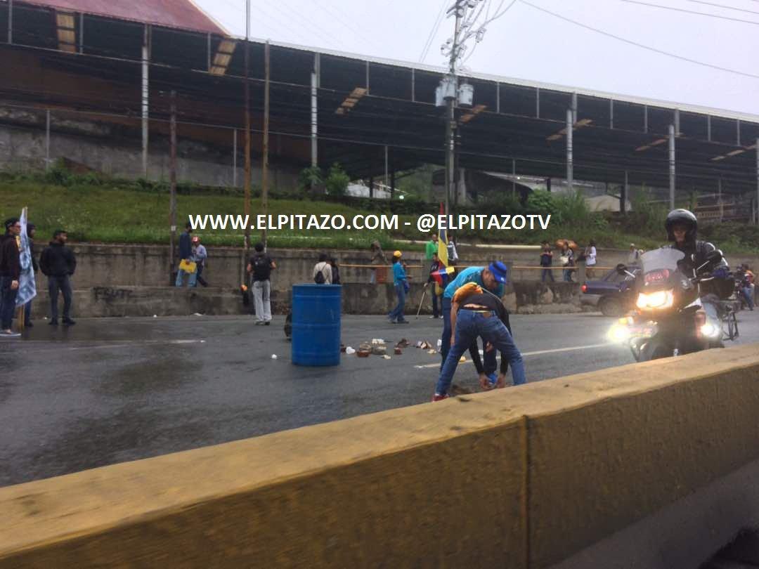 Pan-American highway was blocked in San Antonio de Los Altos