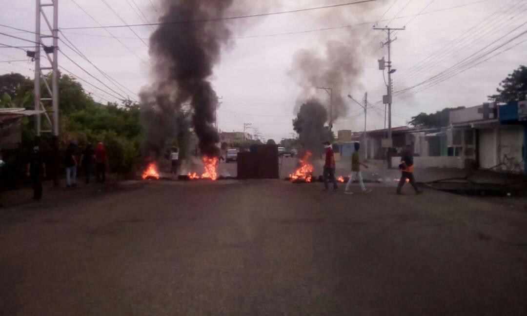 El Vigía: barricades at Avenue Bolivar