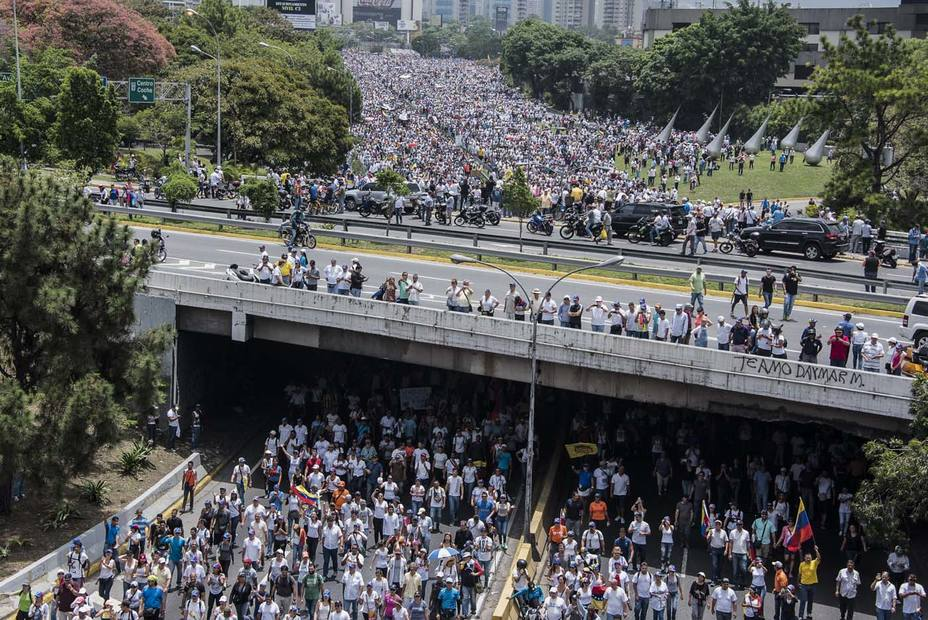 Opposition calls to stand on the Victoria Avenue and the Francisco Fajardo
