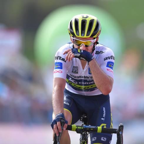 White furious at #Movistar failure to ease back after big #Giro #dItalia crash  http:// bit.ly/2pPVcOI  &nbsp;  <br>http://pic.twitter.com/IxtMbHOFPZ