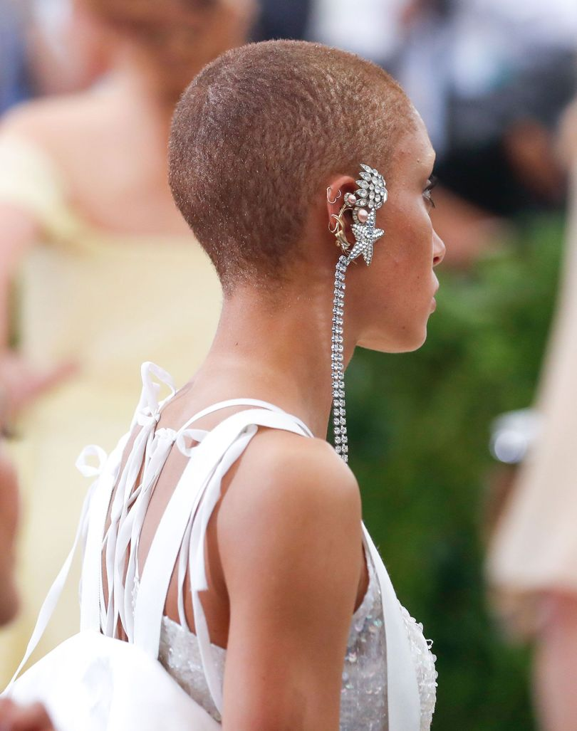 .@BritishVogue has captured some the best #jewellery and accessories to be worn at the #MetGala  http:// bit.ly/2rg4OEu  &nbsp;   #FashionInspo<br>http://pic.twitter.com/LO2H7OtAUN