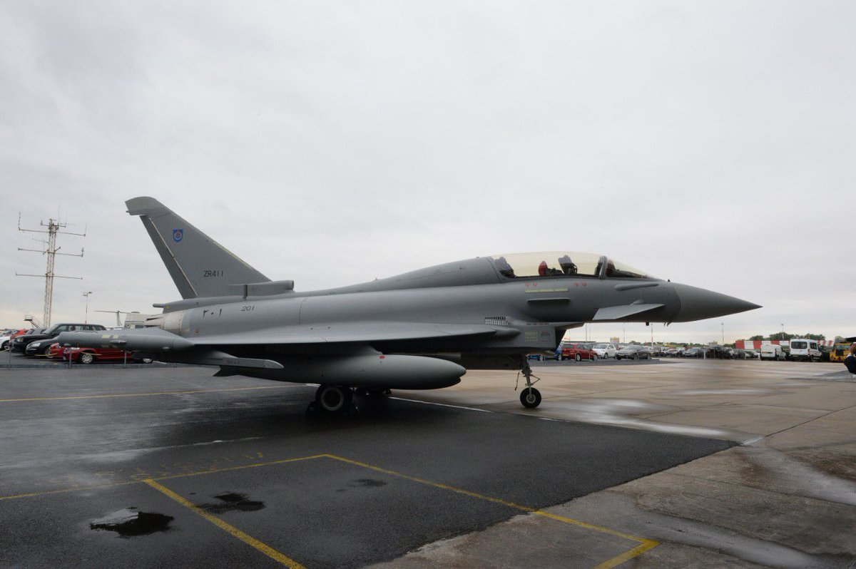 سلاح الجو السلطاني العماني يستعد لتدشين المجموعة الأولى من مقاتلات  (التايفون) و(الهوك) C_4R6nfXcAAxt32