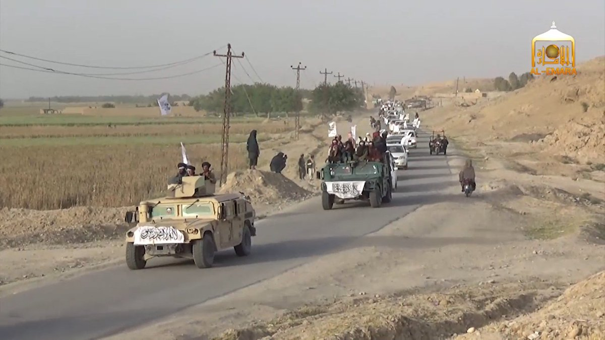 Taliban parades in daylight with cars and US-made Humvees in Sangin (Helmand, Afghanistan) without fear of being targeted by airstrikes.
