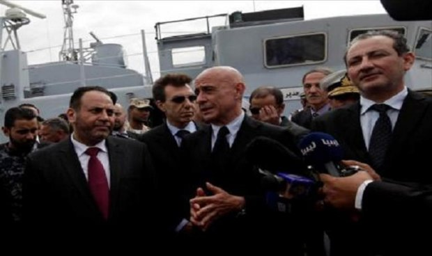 Italy presents 4 patrol boats to the coast guard in Tripoli to strengthen efforts against illegal immigration