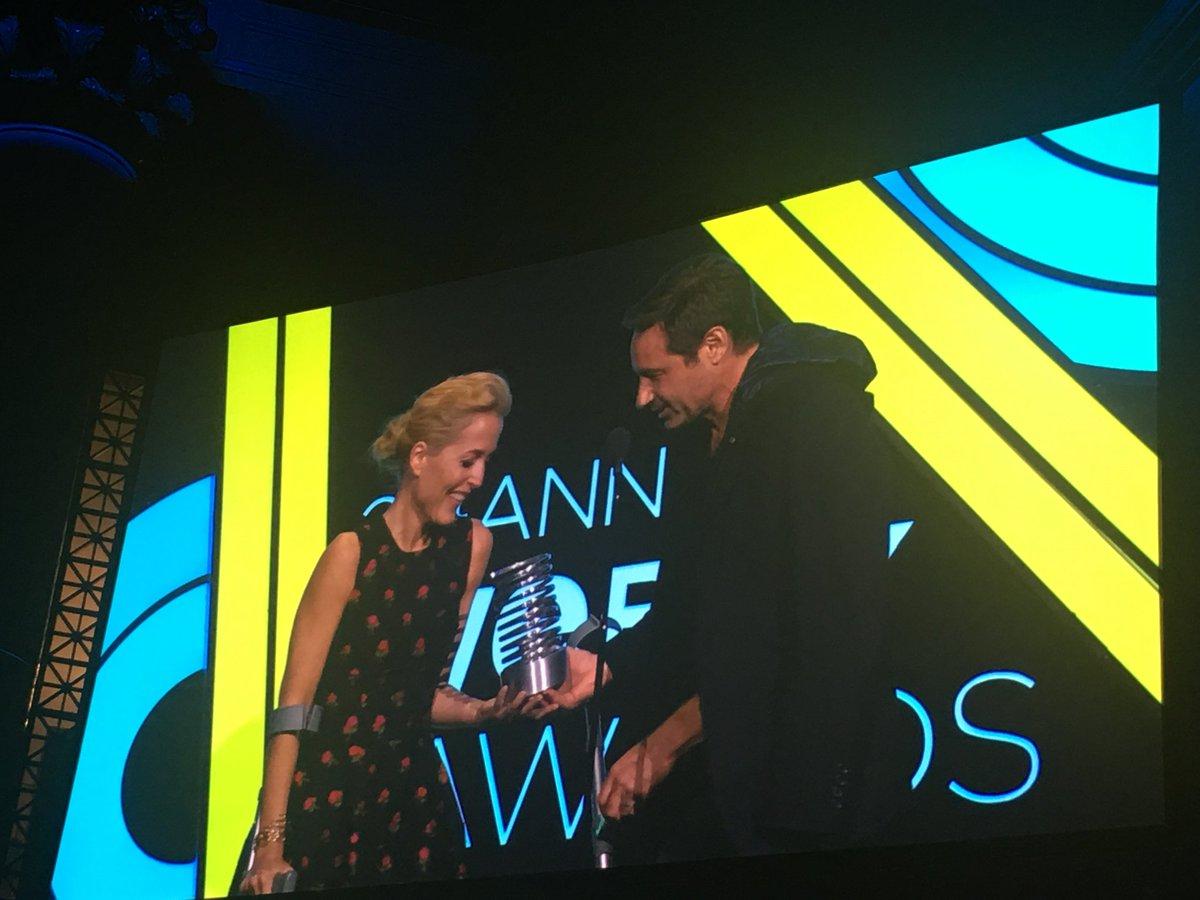 Mulder & Scully reunited!!!! #worthit #webbys #webbys2017 https://t.co/p0kUwDdL4m