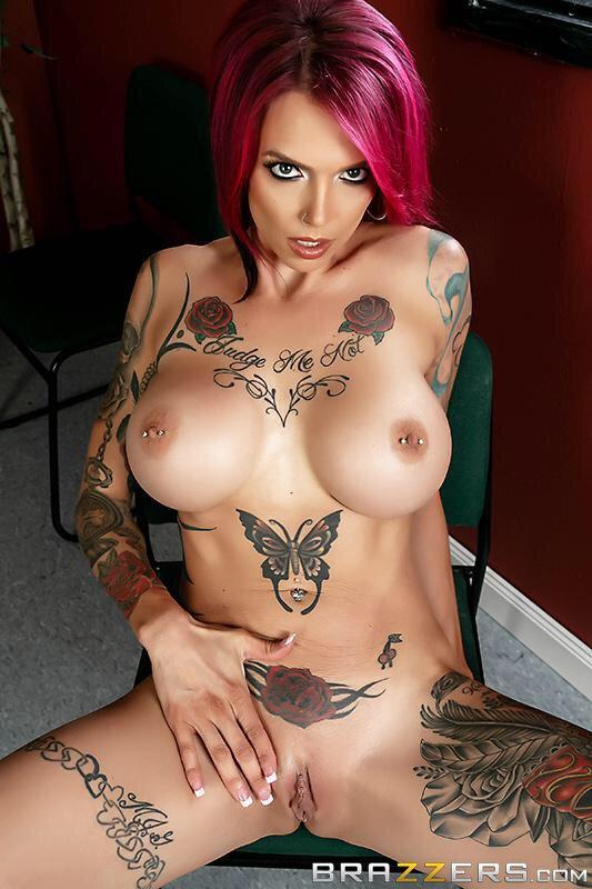 брюнетка порно телок с огромными сиськами и татуировками альварадо вздумал ограбить