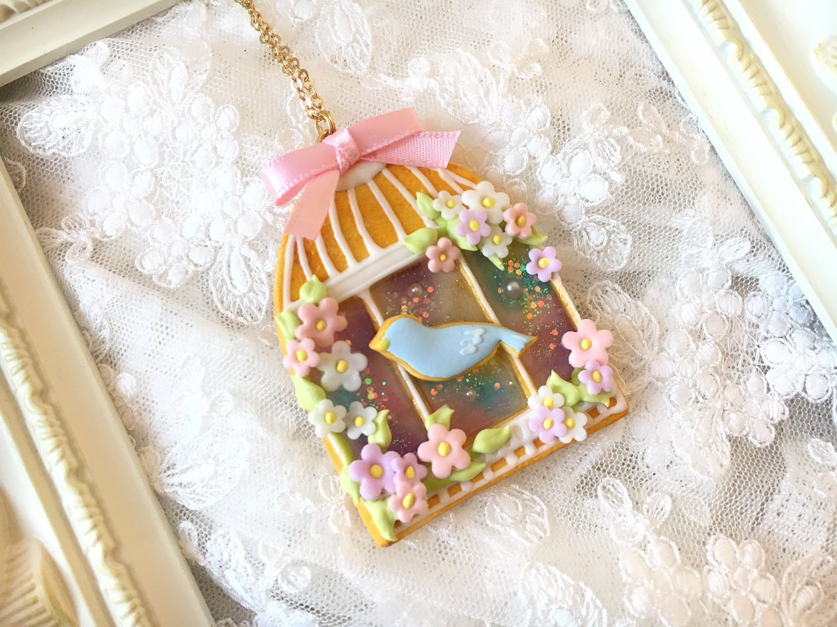 ジュニームーンさんでも販売していた、鳥かごのネックレスも販売します! #KawaiiArtMarket  #グランスタ  #東京駅  #銀の鈴  #販売作品pic.twitter.com/AmsJm4MSx8