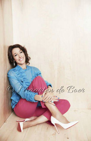 NEW PHOTO&#39;S: @jenniferbeals of #Taken poses for photo&#39;s during @NBCUniversal&#39;s Upfront Portraits Session (5/15/17) (© @maartenphoto).<br>http://pic.twitter.com/LCvV7ePjcG