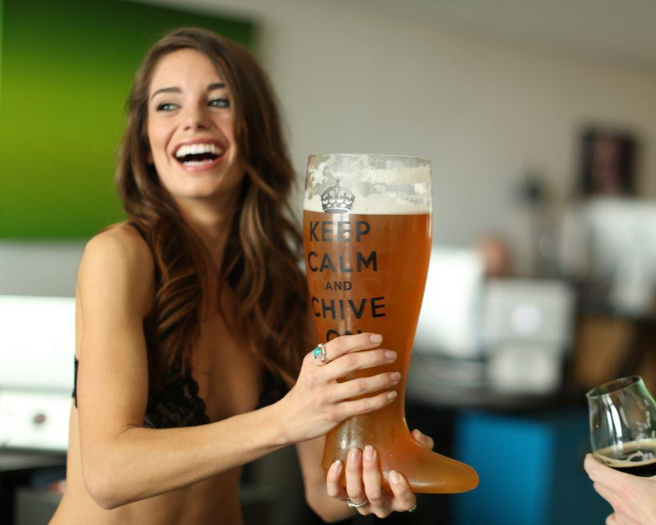 girls-who-fuck-beer-bottles-best-blowjob-by-black-milf