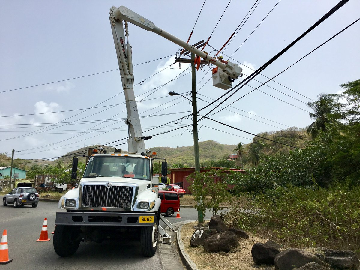 Our distribution crew performing routine maintentance on our system so we can continue to #deliver quality #electricity to our customers.<br>http://pic.twitter.com/v89iDqtQEO