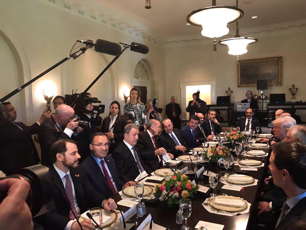 Pic from the Cabinet Room: Erdoğan, FM Cavusoglu, Defense Min İsik, Intel Chief Fidan, Gen. Akar, Energy Min Albayrak, Justice Min Bozdag