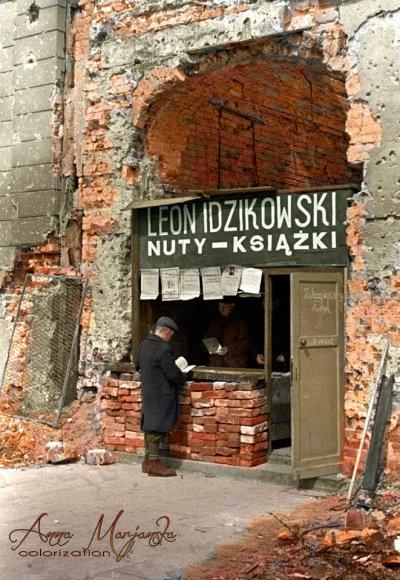 Księgarnia w Warszawie, rok 1945. Te ruiny to nasza obecna kultura i sztuka.