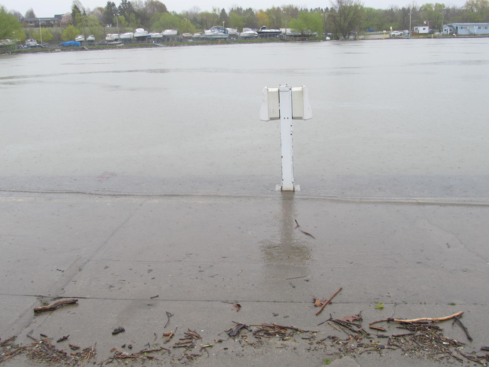 Lake  ON water level at Port Dalhousie St.Catharines ON https://t.co/tXIsYP3um3