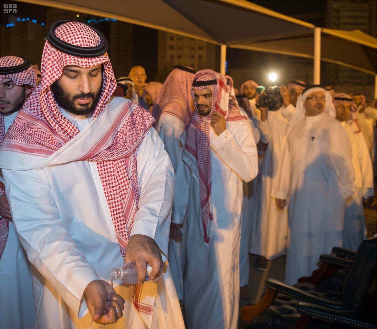 أخبار السعودية A Twitter في مشهد مؤثر الأمير محمد بن سلمان