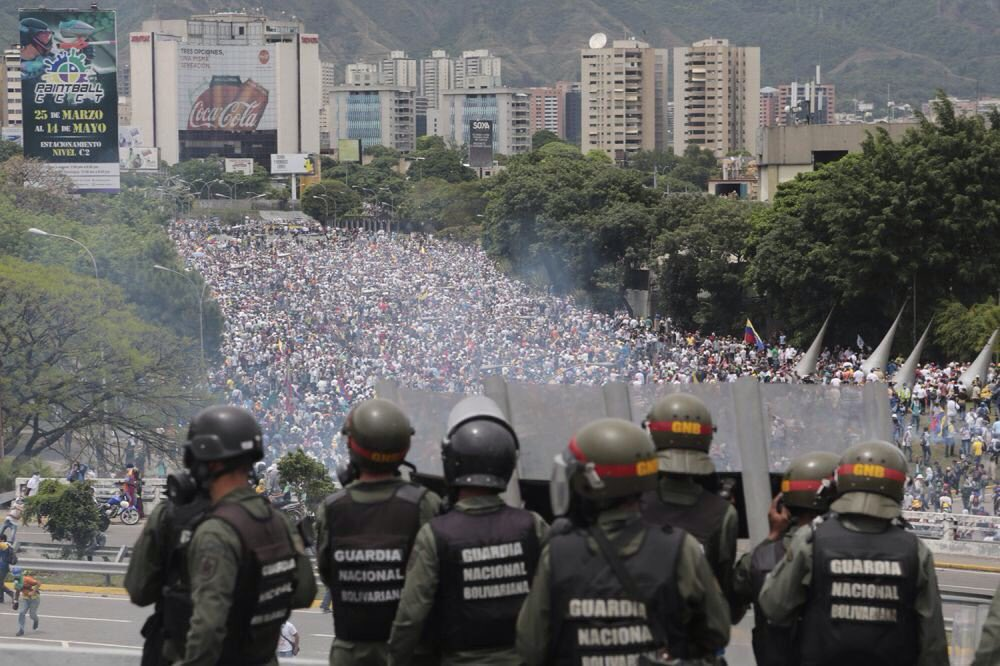 Do not miss what's happening in #Venezuela. 35 dead now in protests. President trying to rewrite constitution. A country near collapse.